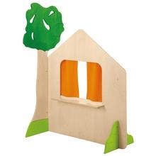 Haus mit Fenster und Baum