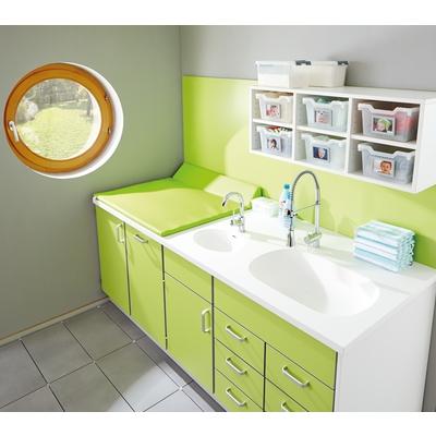 Wickelanlage mit Bade- und Handwaschbecken